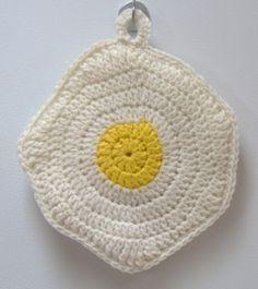 Fried Egg Potholder (+ instructions)...via Jasmin's Treasures....