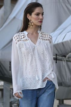 White Shirts Women, Blouses For Women, Blouse Sexy, Elisa Cavaletti, Chic Summer Style, Bohemian Blouses, Lace Tops, Blouse Designs, Casual Outfits