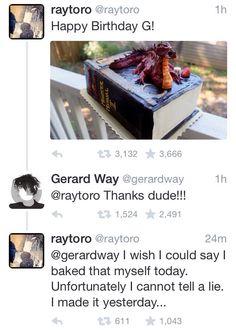 Ray Toro & Gerard Way   Aaaaaaaah u guys kill me with ur adorableness...