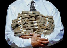 Mesmo com a crise que abate parte da arrecadação no país, congressistas tentam se beneficiar do perdão de débitos com à União, que chegam a R$ 3 bilhões. Eles negociam alterações da Medida Provisória (MP) do Programa de Regularização Tributária (PRT), que institui novas regras para o parcelamento de débitos com a Receita Federal. De …