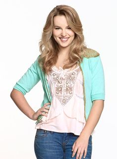 Teddy Duncan-one of the best role. Love the outfits 2 Disney Outfits, Cute Outfits, Teddy Duncan, Cute Fashion, Fashion Beauty, Good Luck Chuck, Bridgit Mendler, Work Looks, School Fashion