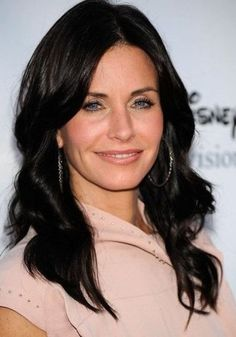 Courteney Cox Curls Courtney Cox Hair, Celebrity Hairstyles, Braided Hairstyles, Red Haired Actresses, Women's Curling, Global Hair, Long Curls, Long Black Hair, Hot Brunette