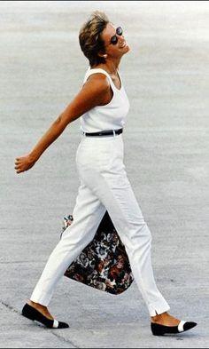 Looks da Lady Di que Poderiam ser Usados Hoje - Parte 1 - Gabi May - Hakim Bonnar Royal Fashion, 90s Fashion, Fashion Outfits, Lady Diana Spencer, Estilo Ivy, The Duchess, Princess Diana Fashion, Princes Diana, Strong Women