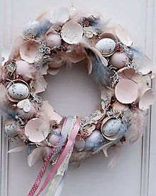 Adorable Easter Wreath Decoration Ideas With Egg And Bunny; Easter Wreath Decoration Ideas With Egg And Bunny; Egg And Bunny; Easter Wreaths, Christmas Wreaths, Shell Wreath, Diy Easter Decorations, Easter Celebration, Easter Holidays, Shell Crafts, Easter Party, Spring Crafts