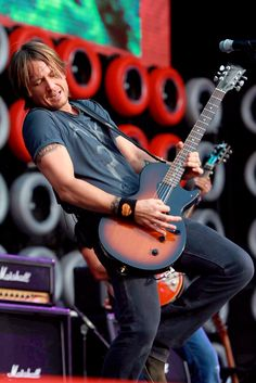Keith Urban - hands down one of the best guitar players