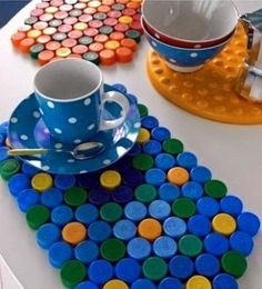 DIY: Neon hama beads coasters by Eve Bottle Top Art, Bottle Top Crafts, Bottle Cap Projects, Diy Bottle, Plastic Bottle Tops, Plastic Bottle Crafts, Recycle Plastic Bottles, Plastic Caps, Diy Crafts Hacks