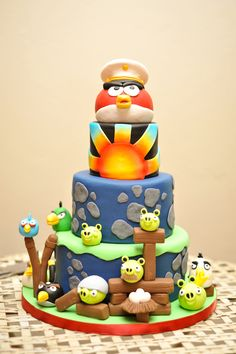 Angry Birds Cake I want this cake for Tatijanna Fancy Cakes, Cute Cakes, Pretty Cakes, Beautiful Cakes, Amazing Cakes, Bird Cakes, Cupcake Cakes, Angry Birds Cake, Character Cakes