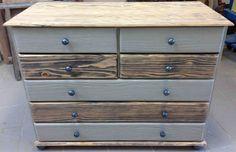 commode en pin cérusée gris sombre et peinte à la chaux gris perle, finition cirée