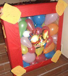 Pinata de Iron man usando una caja de carton, papel celofan, papel china y globos..