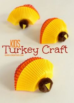 Have the kids make these Kids Thanksgiving Turkey Craft then use it on the kids table Thanksgiving Day   OhMy-Creative.com   #Thanksgiving #ThanksgivingKidsCrafts #TurkeyCrafts