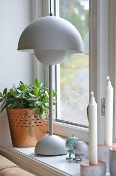 Isn't this stylish? The matt grey FlowerPot table lamp was designed by Verner Panton in 1969 and it is as popular today as before. Cool Lighting, Modern Lighting, Lighting Design, Nordic Design, Scandinavian Design, Retro Vintage, Led Lantern, Home And Living, Living Room
