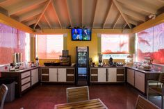 Guests receive a complimentary continental breakfast from 6:30am to 9:30am daily.  Sunshine Suites Resort