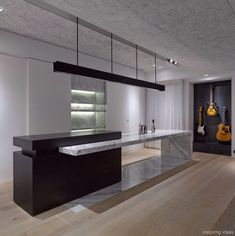 These minimalist kitchen concepts are equivalent components peaceful and also fashionable. Find the ideal ideas for your minimalist style kitchen that suits your preference. Surf for fantastic photos of minimalist design kitchen for inspiration. Best Kitchen Designs, Modern Kitchen Design, Interior Design Kitchen, Modern Interior, Luxury Kitchens, Cool Kitchens, Modern Kitchens, Contemporary Decor, Contemporary Building
