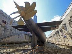 Recorrer el submarino de misiles balísticos Le Redoutable, el submarino más grande se puede recorrer sin autorización de seguridad, y uno de los únicos submarinos de misiles balísticos totalmente accesibles al público en general.