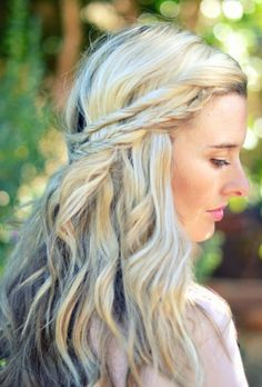 This Half-Up Twist braid is such a feminine pretty look – wear it for any occasion!
