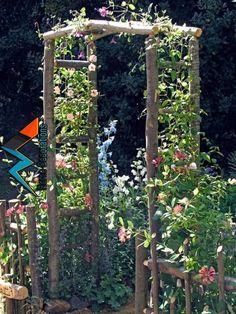 gartengestaltung kleine gärten, konstruktion aus holz dekoriert mit rosa blumen You are in the right place about Garden Design layout Here we offer you the most beautiful pictures about the Garden Des Diy Garden, Garden Cottage, Garden Trellis, Garden Projects, Garden Landscaping, Landscaping Ideas, Rustic Landscaping, Tuscan Garden, Party Garden