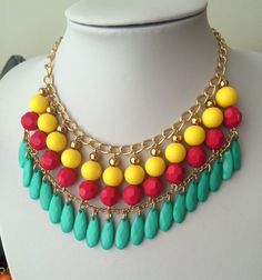Collar amarillo, fucsia  y turquesa Bead Jewellery, Diy Jewelry, Jewelry Sets, Beaded Jewelry, Jewelery, Handmade Jewelry, Jewelry Necklaces, Jewelry Making, Beaded Statement Necklace