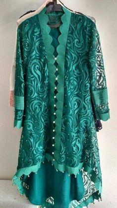Stylish Dresses For Girls, Stylish Dress Designs, Simple Dresses, Casual Dresses, Simple Pakistani Dresses, Pakistani Dress Design, Sleeves Designs For Dresses, Dress Neck Designs, Frock Fashion