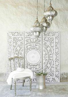 orientalisch einrichten ideen in weiß und silbern mandala wanddeko wandbilder marokkanische lampen design