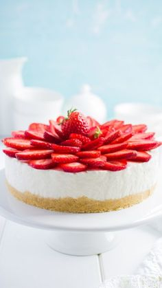 Strawberry Cheesecake - made this today, it was UNREAL. Strawberry Desserts, Strawberry Cheesecake, Cheesecake Recipes, Dessert Recipes, Yummy Drinks, Delicious Desserts, Yummy Food, Cookie Cake Pie, Let Them Eat Cake