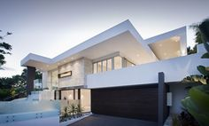 White, glass and a dash of natural stone.