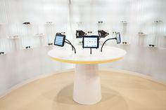 Im Edel-Optics Flagship-Store gibt es statt Verkausfregalen iPad-Terminals. Diese und das angegliederte Lager für Online- und Shopkunden, bieten den Kunden sofort eine riesige Auswahl an über 10.000 Markenbrillen. Der Edel-Optics Flagship-Store ist in #hamburg (im AEZ Heegbarg 31, 22391 Hamburg im Obergeschoss)  #edeloptics #ipad #apple #brille #sonnenbrille #shopping #innovation #technologie