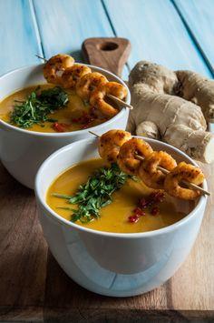 """Heute zaubern wir eine deftig, cremige Suppe mit Süßkartoffel als Grundsubstanz. Besonders sämig wird sie natürlich durch reichlich Kokosmilch, eins unserer Grundzutaten auf """"natürlich essen - ab h..."""