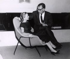 Aline and Eero Saarinen cuddle up on a Womb Chair | PC: Archives of American Art, Smithsonian Institute | Knoll Inspiration