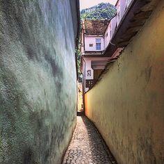 Strada Sforii :D #brasov #tampa #street #old #history #stradasforii #centruvechi #spring #greatday #romaniamagica #ig_europe #ig_travel #ig_romania #instaspring #instatravel #instagramromania @yvy06 ...great shot - thank you for visiting #StradaSforii