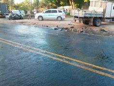 Caminhão e carro colidiram em rodovia de Porto Seguro, na Bahia (Foto: Divulgação/Corpo de Bombeiros)