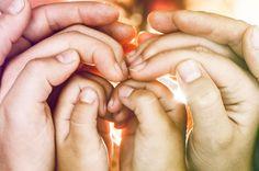 Хотите вернуть любовь и понимание в отношения? Записывайтесь к семейному психологу.