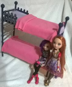 Bunk bed for Ever After High dolls Holly and Poppy O'Hair