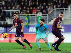 Barcelona's Argentinian forward Lionel Messi (C) eyes the ball between Eibar's French defender Florian Lejeune (R) and midfielder Adrian Gonzalez during the Spanish league football match SD Eibar vs FC Barcelona at the Ipurua stadium in Eibar on January 22, 2017. / AFP / ANDER GILLENEA