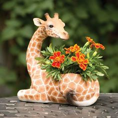 Bits and Pieces-Indoor/Outdoor Giraffe Planter-Safari Inspired Yard Patio Decor 8139740100205 Giraffe Decor, Giraffe Art, Cute Giraffe, Giraffe Room, Garden Crafts, Garden Art, Tire Garden, Garden Ideas, Safari