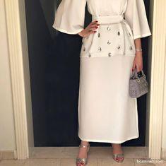 ست ساده و شیک بلوز دامن کرپ کرم رنگ نگین دوزی شده پیشنهادی زیبا برای عروس خانم ها در مراسم عقد محضری