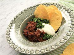 Chili med grön salsa och nachos