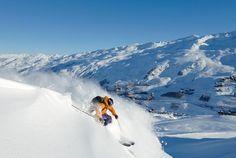 In den französischen Alpen erwartet Sie das grösste zusammenhängende Skigebiet der Welt, die 3 Vallées, für eine einzigartige Erfahrung! Fahren Sie in einem der schönsten Skiorte Ski, geniessen Sie die lokale Gastronomie sowie die atemberaubenden Landschaften. So sollen Ferien sein!