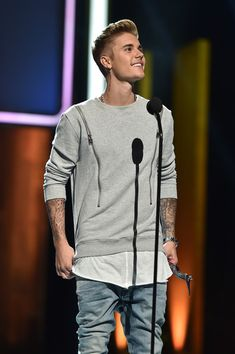 Justin Bieber Photos - Honoree Justin Bieber speaks onstage at the 2014 Young Hollywood Awards brought to you by Samsung Galaxy at The Wiltern on July 27, 2014 in Los Angeles, California. The Young Hollywood Awards will air on Monday, July 28 8/7c on The CW. - Young Hollywood Awards Show