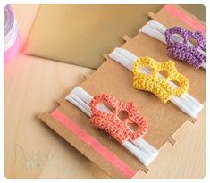 Deblau: Broches: mini coronas de crochet