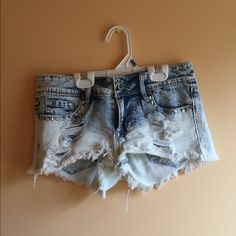 Light washed jean studded shorts never worn Bullhead Jeans