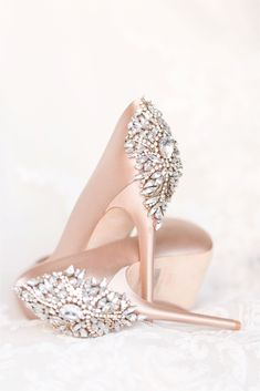 Bridal Shoes _shared by @ hotm . - Wedding and .- Brautschuhe _shared von @ hotm … – Hochzeit und Braut Wedding shoes _shared by @ hotm … – # - Blush Wedding Shoes, Wedding Heels, Bridal Shoes, Wedding Day, Dream Wedding, Trendy Wedding, Perfect Wedding, Blush Shoes, Blush Weddings