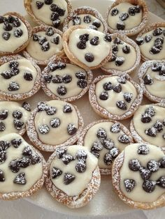 Mini Canoli Cups Crust 2 Pillsbury refrigerated pie crusts 3 tablespoons sugar 1 teaspoon cinnamon Flour for dusting surface  Filling 1 15oz. container of whole milk ricotta cheese 1/2 cup confectioners sugar 2 tablespoons white sugar 1 teaspoon vanilla 1/4 cup mini semisweet chocolate chips