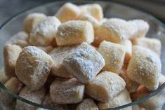 These dream pieces are indeed addictive and delicious. These dream pieces are indeed addictive and delicious. Rugelach Recipe, Cookie Recipes, Dessert Recipes, Food Cakes, Cakes And More, Food Inspiration, Sweet Recipes, Bakery, Food Porn