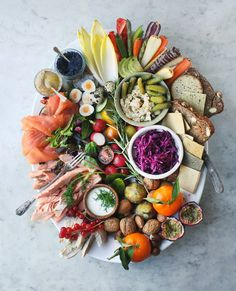 Taken from Healthy Christmas Leftovers This festive Smörgåsbord Platter has to be the most exquisite way to serve a crowd a feast of colour, flavour and goodness, plus it's the perfect way to use up leftovers and short-lived… Party Platters, Food Platters, Antipasto, Sharing Platters, Scandinavian Food, Grazing Tables, Cooking Recipes, Healthy Recipes, Eat Healthy