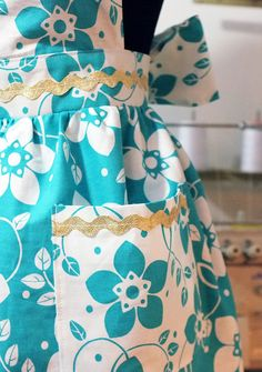 We all know how expensive storebought aprons are, but did you know how easy they are to make? Sewing your own one-of-a-kind apron not only makes a practical, personalized accessory for yourself (you can match it to your kitchen colors), but they also make a fabulous gift for any home cook.