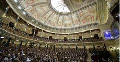 """El Congreso de los Diputados rechazó este jueves con 19 votos a favor, 184 en contra y 98 abstenciones la petición de UPyD de """"reflexionar y actuar"""" sobre el aforamiento de cargos públicos en España. UPyD había plasmado esa petición en una moción consecuencia de una interpelación, que se votó con un texto transaccional a una enmienda de La Izquierda Plural. Las razones de Gallardón para no eliminar los 10.000 casos de aforamiento de cargos públicos"""