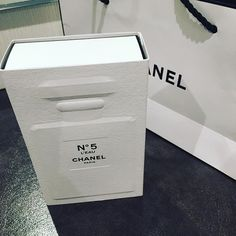 The shop staff asked me very persuasively, and I bought N °5 L'EAU!  If it's better than #PlatinumEgoiste, I'm gonna keep using the one  店員さんが言葉巧みで、、N °5 L'EAU買わされました。#エゴプラ より良かったらこっちに乗り換えます #CHANEL #Perfume