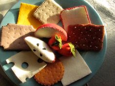 Items similar to wool felt play food deluxe cheese cracker fruit platter snack on Etsy Homemade Kids Toys, Felt Kids, Felt Cupcakes, Felt Play Food, Diy Snacks, Pretend Food, Different Fruits, Delicious Fruit, Diy Food