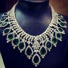Jewellery Knowledge Quiz regarding Diamond Necklace Policy Of India; Wedding Diamond Necklace Price In India Royal Jewelry, Emerald Jewelry, Bling Jewelry, Indian Jewelry, Diamond Jewelry, Jewelry Necklaces, Emerald Necklace, Cluster Necklace, Diamond Necklaces