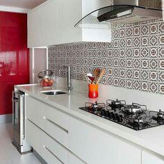 Cozinha linda de viver com revestimento . Projeto MCA Estúdio
